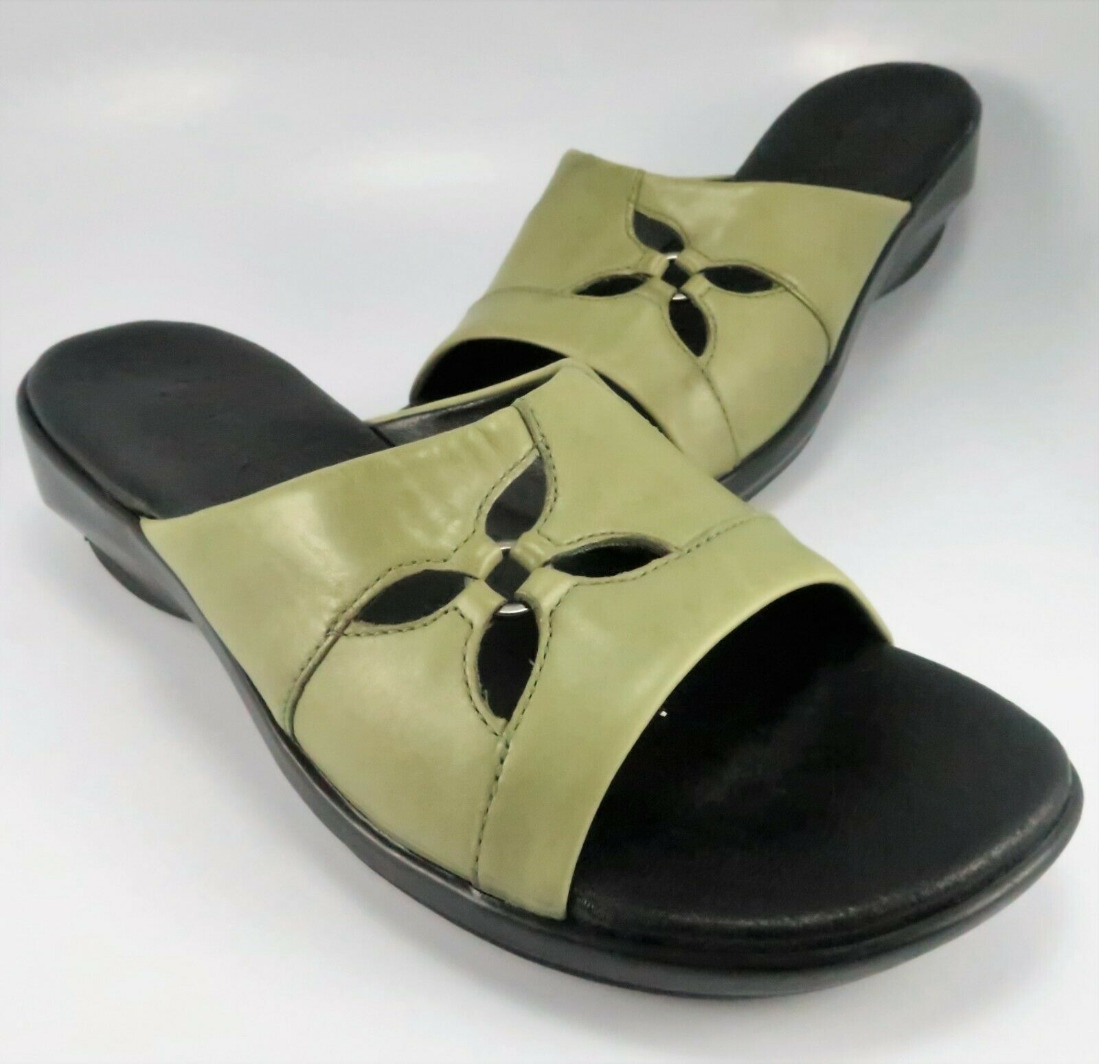 Clarks Open-Toe Slide Sandals Womens Size 8M Olive Leather Wedge Mules Slip-Ons