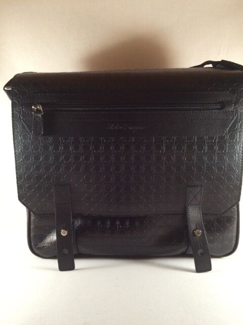 Salvatore Ferragamo Mens NERO Pebble Messenger Bag Black Leather ... 6991b2dcf8de0