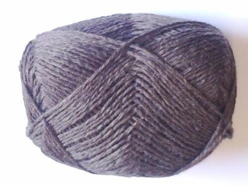 balls Aran Weight  Dark Brown Mixture Shade in Soft 100/% Pure New Wool 100g