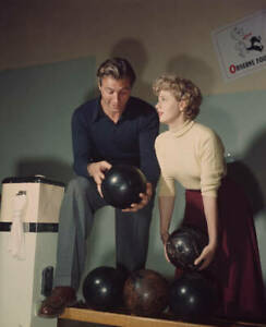 American-Actors-Lex-Barker-And-Shelley-Winters-At-A-Bowling-Alley-OLD-PHOTO
