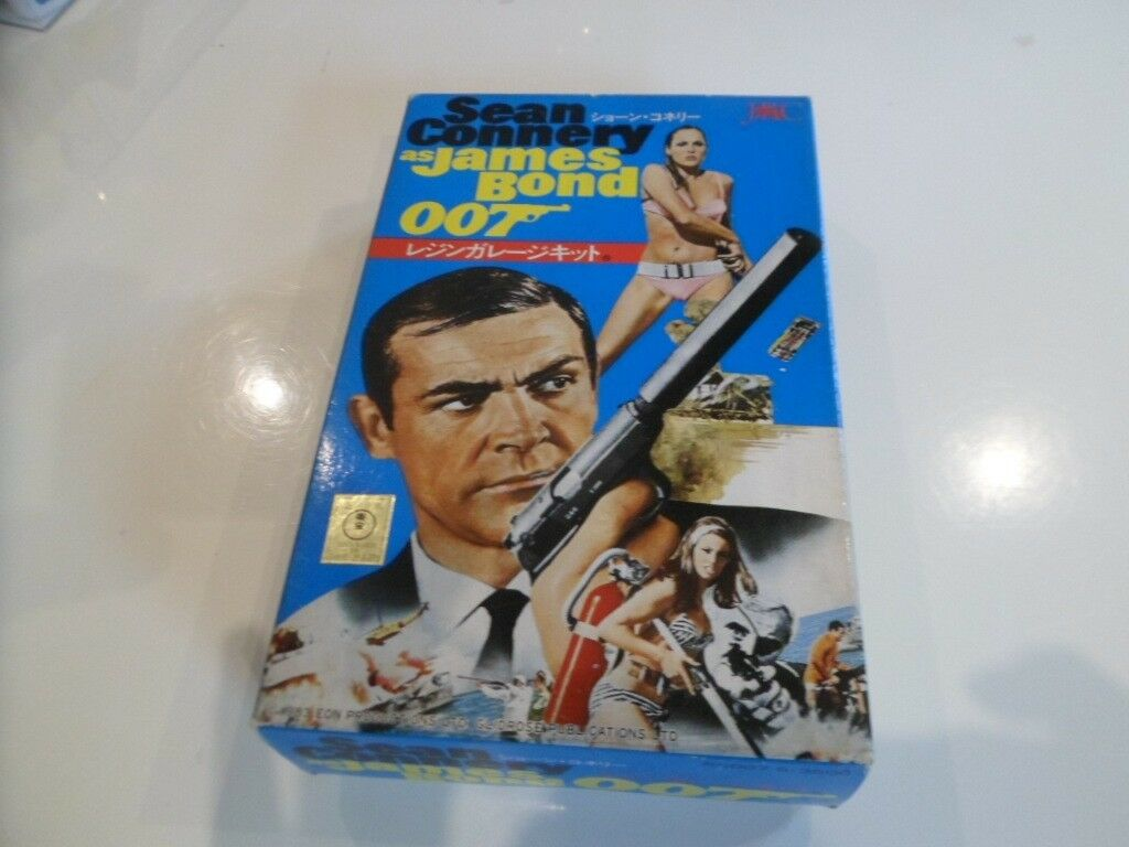 James Bond model kits.A VERY RARE AND COLLECTIBLE KIT OF SEAN CONNERY IN DR.NO.
