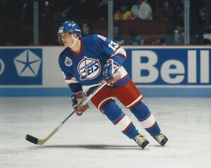 TEEMU-SELANNE-WINNIPEG-JETS-UNSIGNED-8x10-Photo