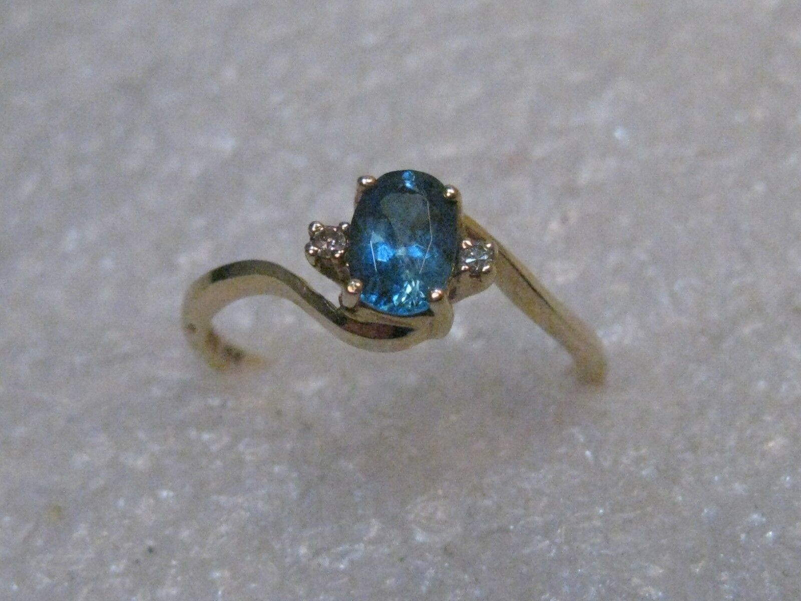 10kt gold Oval Aquamarine Ring, Diamonds, .33 ctw, Size 5, 1.29 gr., signed HU