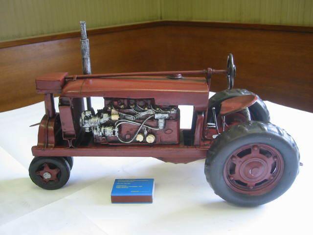 Tracteur métal modèle Ferguson, 34 CM, nostalgie modèle en tôle métal, NEUF