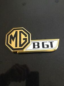 MGBGT-TAILGATE-BADGE-JUBILEE-MODEL-GOLD-WITH-BLACK-INSERT-OE-HZA5021-JF6378