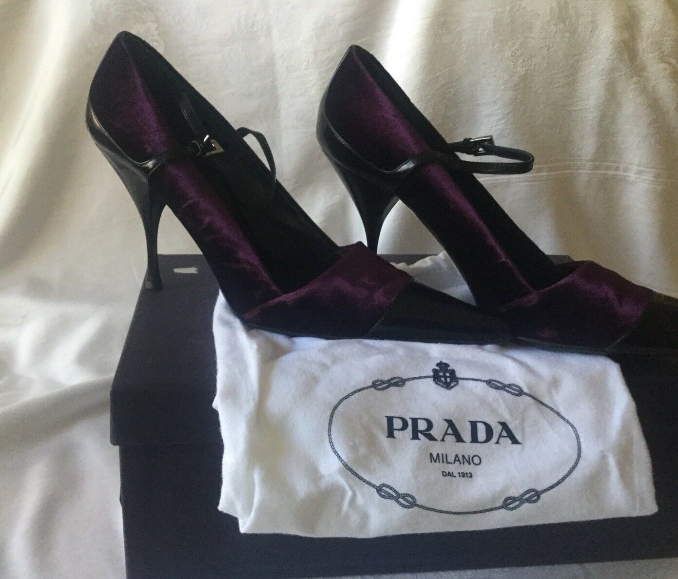 PRADA Purple Velvet Velvet Velvet & Black Patent Leather Pointy High Heels Size 9 (39) ITALY c63c64