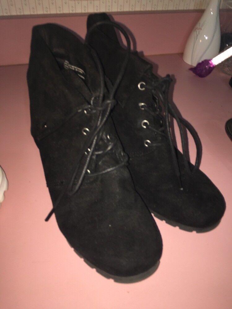 massini black boots size 9 suede