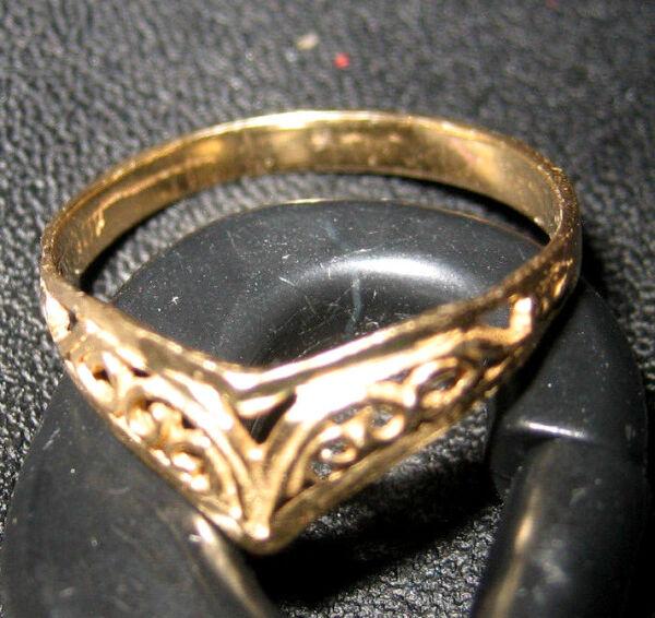 100% QualitäT Gold Ring - Filigranes V `herz ` Design - 9 K Gold - Cut Outs - Gr. 17,2 / 54