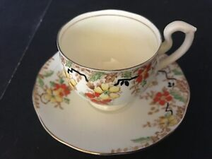 BONE-CHINA-CUP-amp-SAUCER-BY-SALISBURY-ENGLAND-RED-YELLOW-FLOWERS-GOLD-TRIM