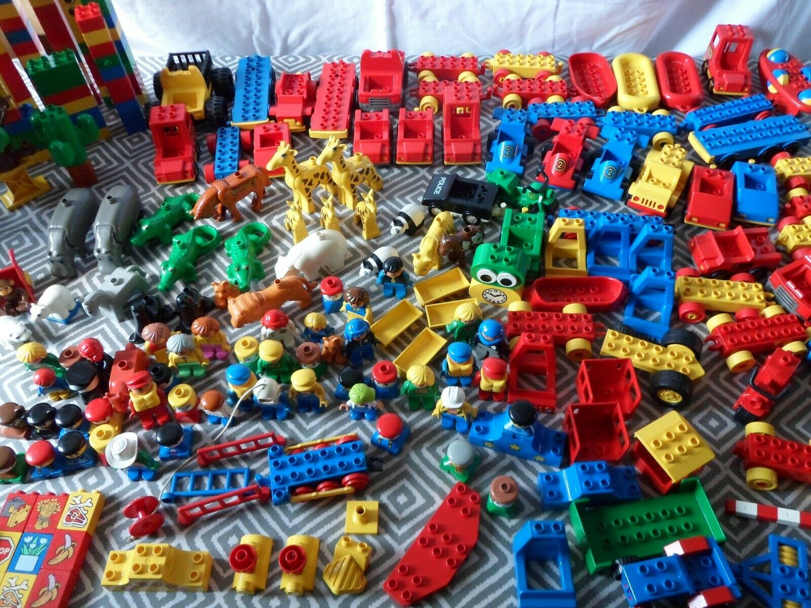 HUGE LOT OF VINTAGE LEGO DUPLO ANIMALS ZOO CARS VEHICLES MUST SEE RARE PIECES
