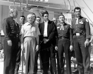 8x10-Print-Elvis-Presley-Candid-with-Others-1950-039-s-EPOR
