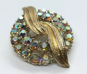 Vintage-Brooch-Pin-Aurora-Borealis-Rhinestone-Circle-Gold-Tone-Signed-CORO