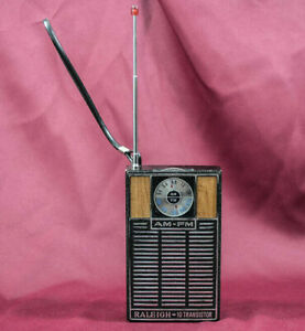 VINTAGE RALEIGH 10 TRANSISTOR AM-FM RADIO (F9)