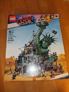 Lego The Movie 2 Welcome To Apocalypseburg 70840 Damaged Box Retired New Ebay