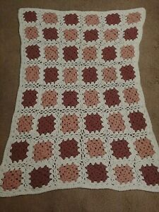 VTG FLORAL GRANNY SQUARE AFGHAN BLANKET THROW WHITE AND PINK Crocheted 46x33