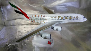Herpa-Wings-Snap-fit-611077-Emirates-Airbus-A380-Real-Madrid-1-250-Scale