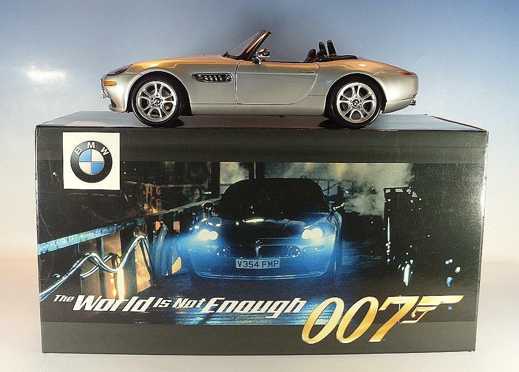 KYOSHO 1/18 BMW z8 Cabrio James Bond 007 spago in OVP #2884