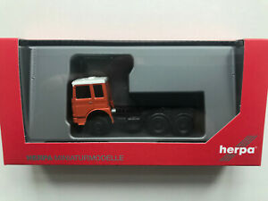 Herpa-310567-002-Roman-Diesel-6x2-Tractor-Orange-Model-1-87-H0