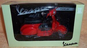 MODELLINO-VESPA-P200E-DEL-ROSSO-scala-1-12-DIE-CAST-cod-9753