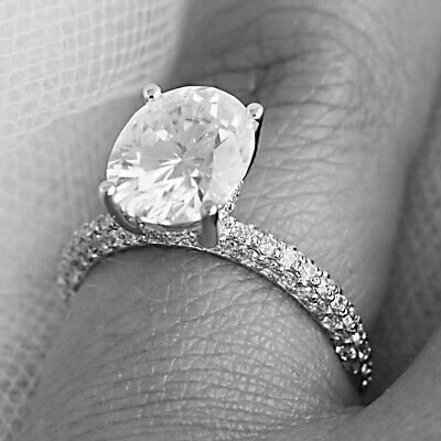 2.60 Carat 14KT White Gold Stunning Oval Shape Solitaire Engagement Ring