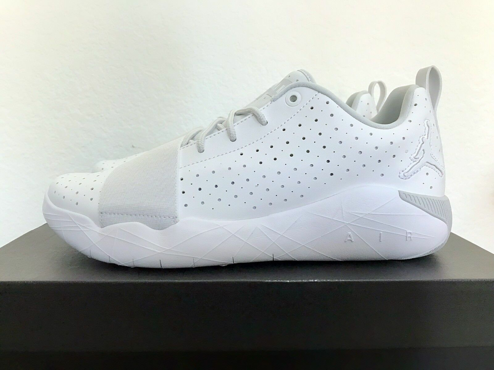 NIKE Jordan 23 Breakout Mens Running shoes 881449 100 size 8.5 RTL 115 New White