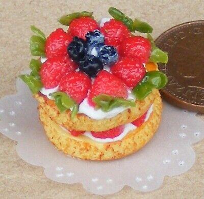 1:12 Scale Victoria Fruit Sponge Cake Tumdee Dolls House Miniature Accessory 2