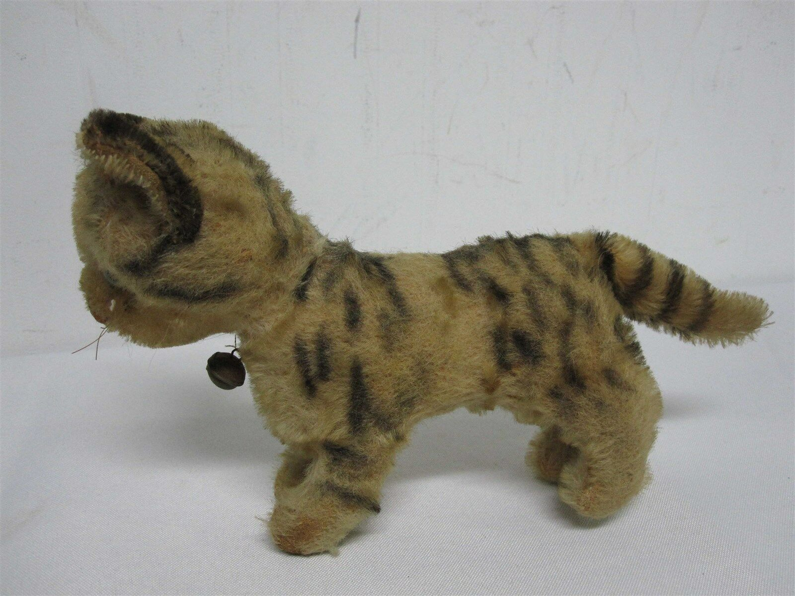 ANTIQUE STEIFF GERMANY 5 1 4  STRIPED TABBY CAT with BELL  8 1 2  WIDE