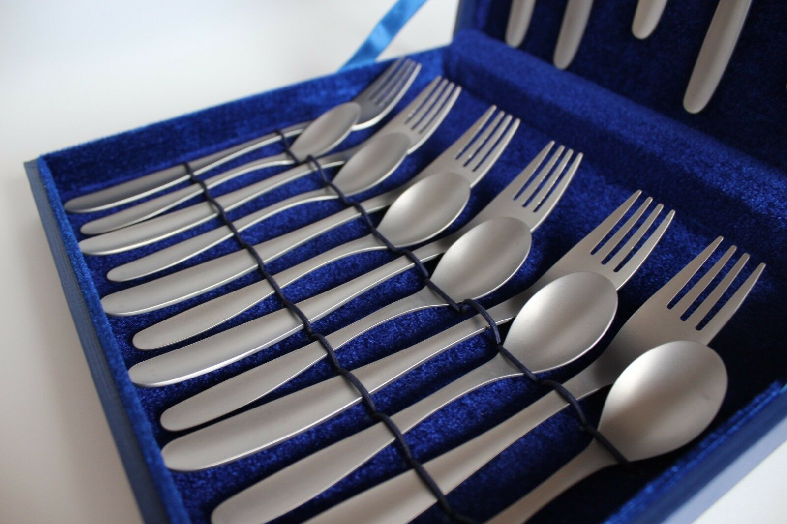100% Titanium Matte Cutlery Set of 18 Items Items Items da6102
