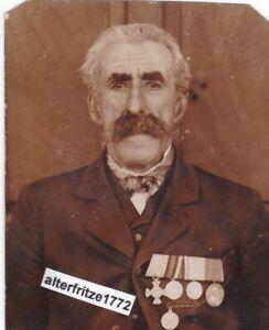 Foto-Portrait-alter-Soldat-mit-4-er-Spange-5-Orden-Auszeichnung