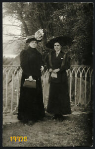 ABBAZIA-pretty-women-in-hat-fur-reticule-by-BETTY-Vintage-Photograph-1910s