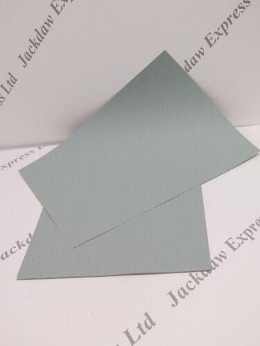 Texturé double face pâle vert sauge papier A4 110gsm x 25 cardmaking AM491