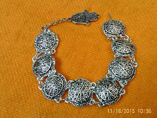 Moroccan Berber Ethnic Jewelry: Bracelet Silver coloured with 8 Ovals Hamza Drop