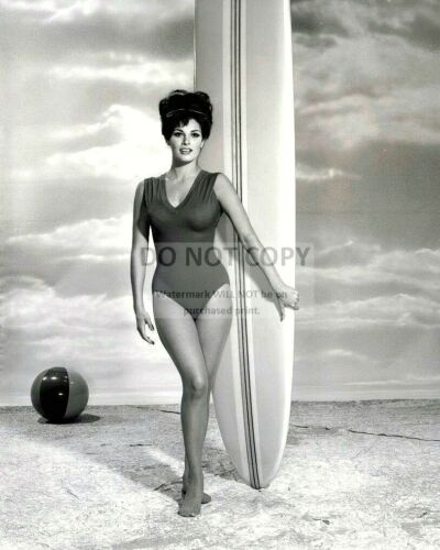 RAQUEL WELCH IN 1960 ACTRESS AND SEX-SYMBOL 8X10 PUBLICITY PHOTO ZY-310