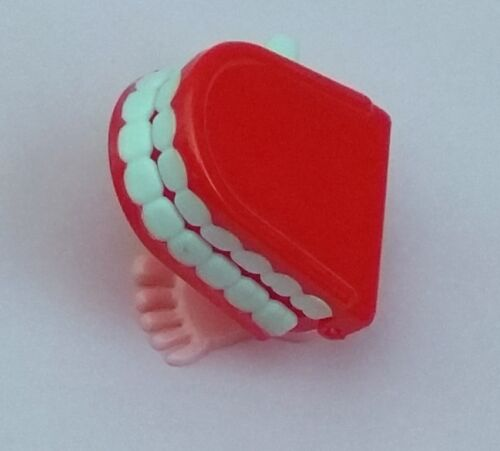 12 Small Wind Up Chattering Walking teeth novelty comedian comedy clown p