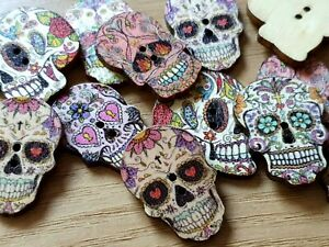 PK 20 WOODEN SKULL BUTTONS MEXICAN SUGAR SKULL DAY OF THE DEAD HALLOWEEN