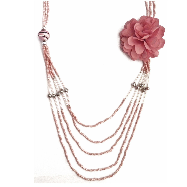 Collier pendentif sautoir Multirang pink cérémonie mariage broche fleur tissu
