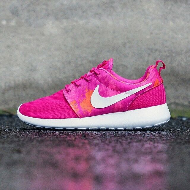 a0aa8541dce1 NIKE ROSHE RUN PRINT PRINT PRINT FIRE BERRY PINK WOMEN S RUNNING SHOES 100%  AUTHENTIC