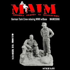 MAIM 1:35 German Tank Crew Relaxing WWII with Base 35066*
