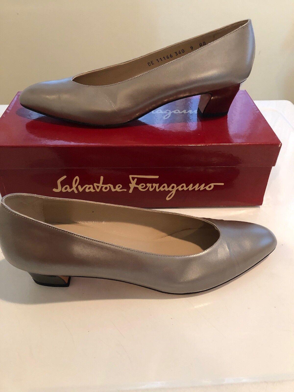 Salvatore Ferragamo  CARLA  gris taupe talon argenté cuir Pompe SZ 9AA boîte... Neuf dans sa boîte