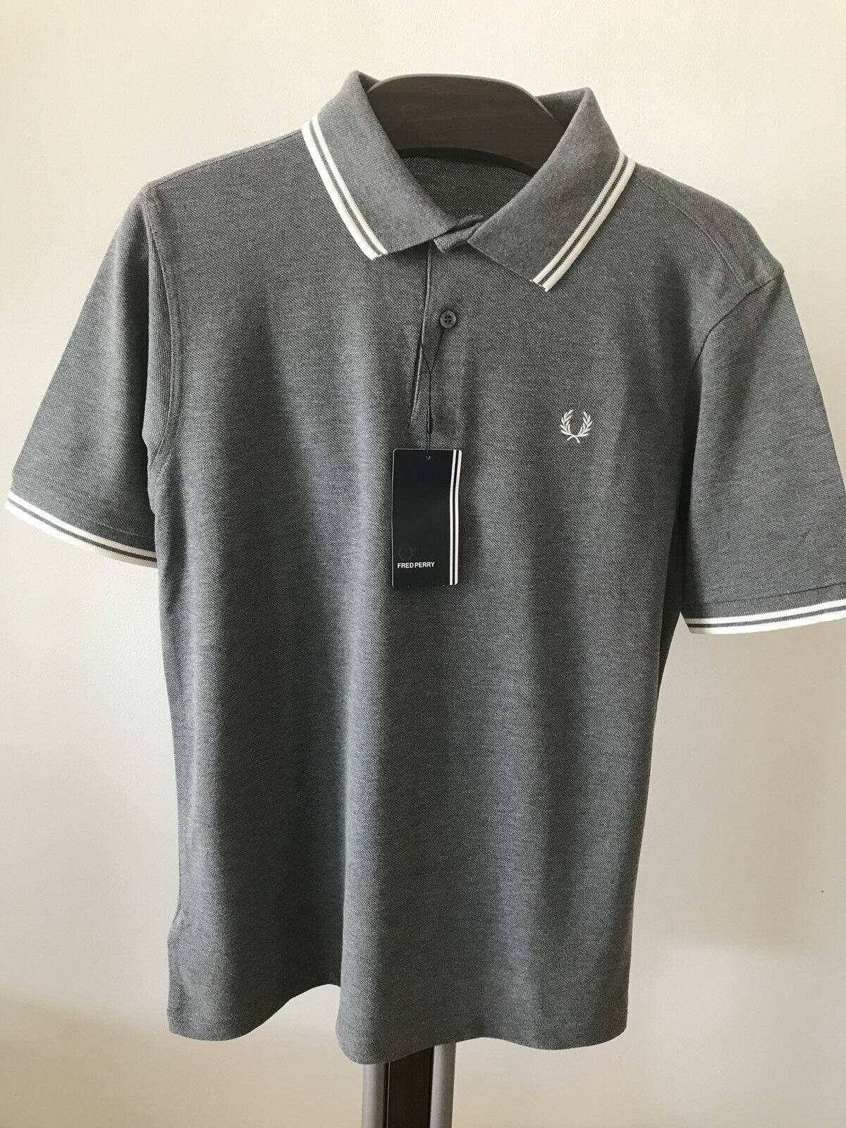 BNWT  Men's  Authentic Fred Perry  M1200 557 Polo Shirt. Classic Fit. Medium