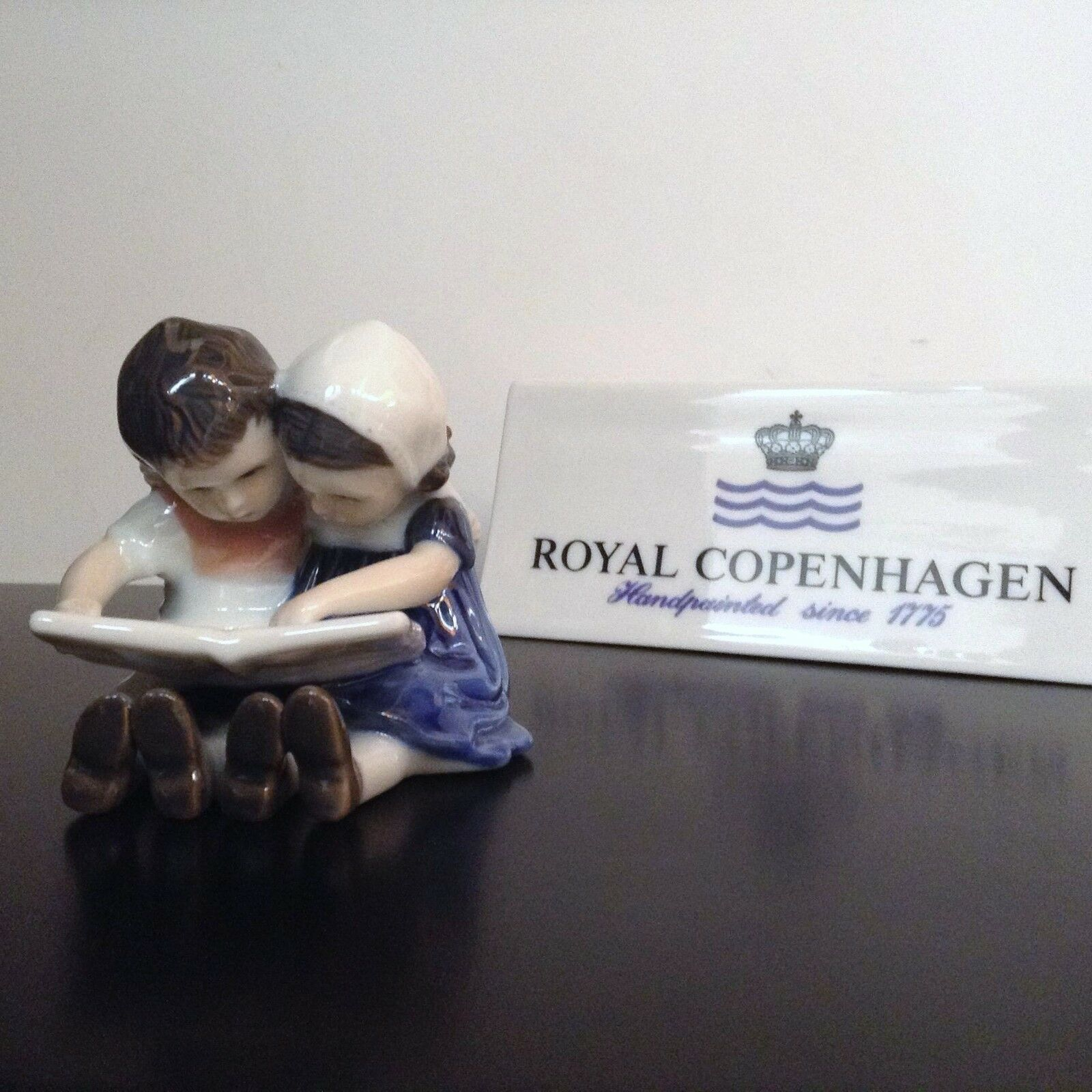 Royal Copenhagen Figurine - Kids that Read Mini - Royal Copenhagen Figurine