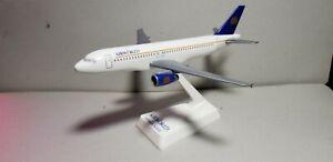 FLIGHT MINATURE MODELS AIRWORLD A320 1:200 SCALE PLASTIC SNAPFIT MODEL