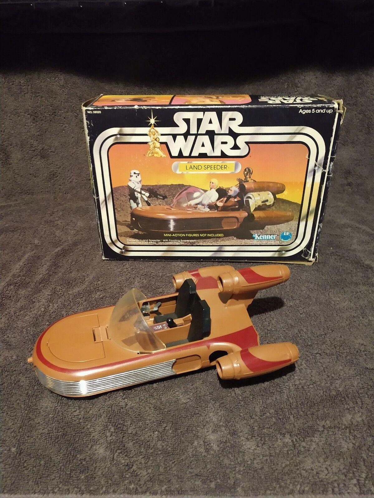 La caja original de los botes terrestres de la guerra de las galaxias retro.