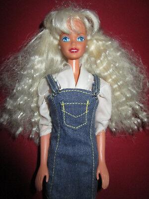 B858-vecchia Barbie Mattel 1976 Blu Jeans-abito + Camicia Bianca + Orecchini + Scarpe-isse Bluse+ohrringe+schuhe It-it Mostra Il Titolo Originale Luminoso E Traslucido Nell'Apparenza