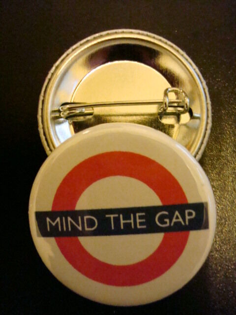 "30-PK MIND THE GAP BUTTON 1-1//4/"" London Subway Pinback"