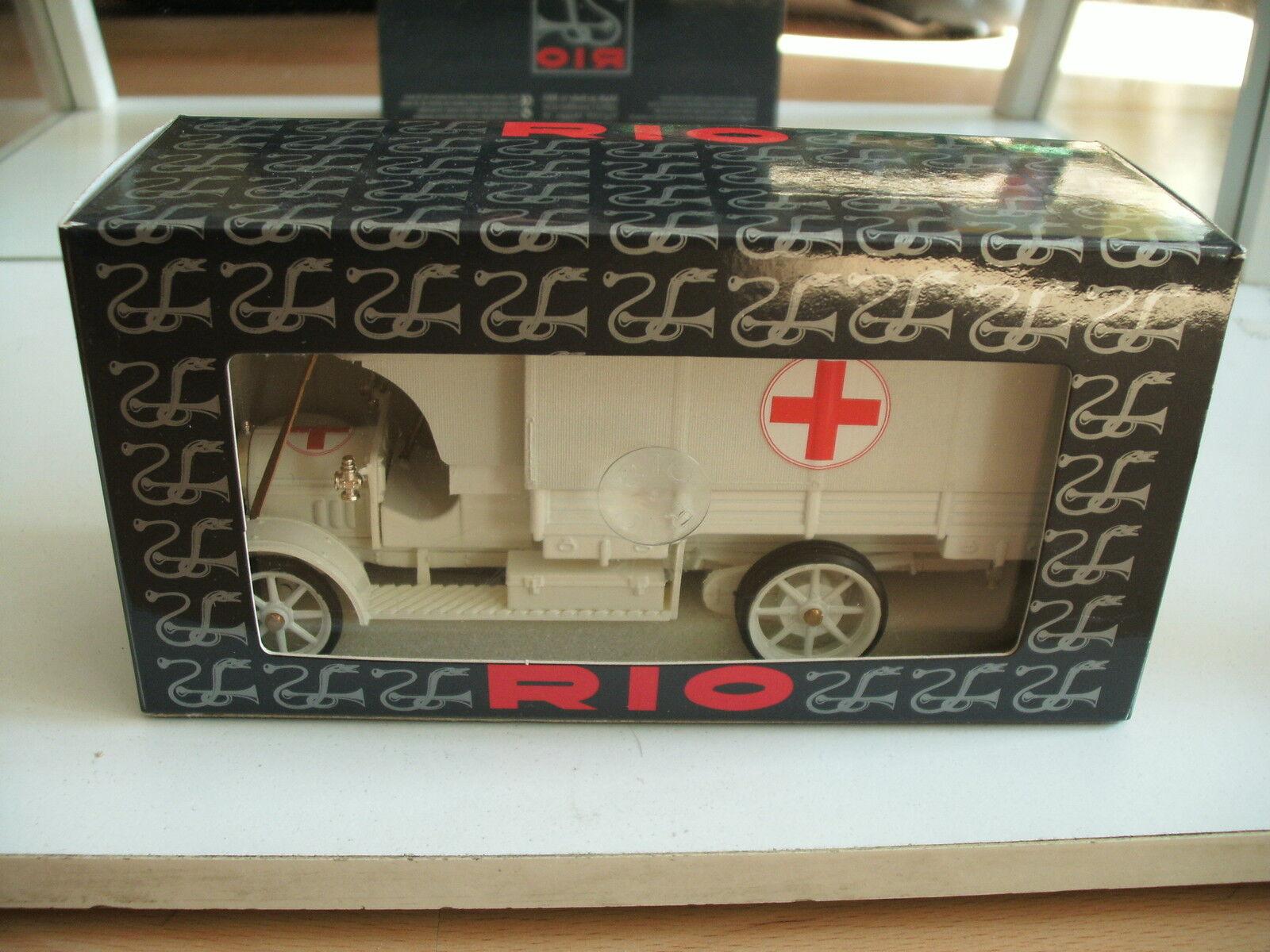 Rio fiat 18 bl 1915 croce rossa militaire krankenwagen in weiß auf 1 43 im kasten