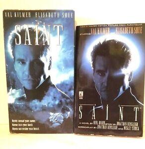 The-Saint-1996-film-VHS-amp-Movie-Tie-In-Paperback-Val-Kilmer-SEXY-SPY-Thriller