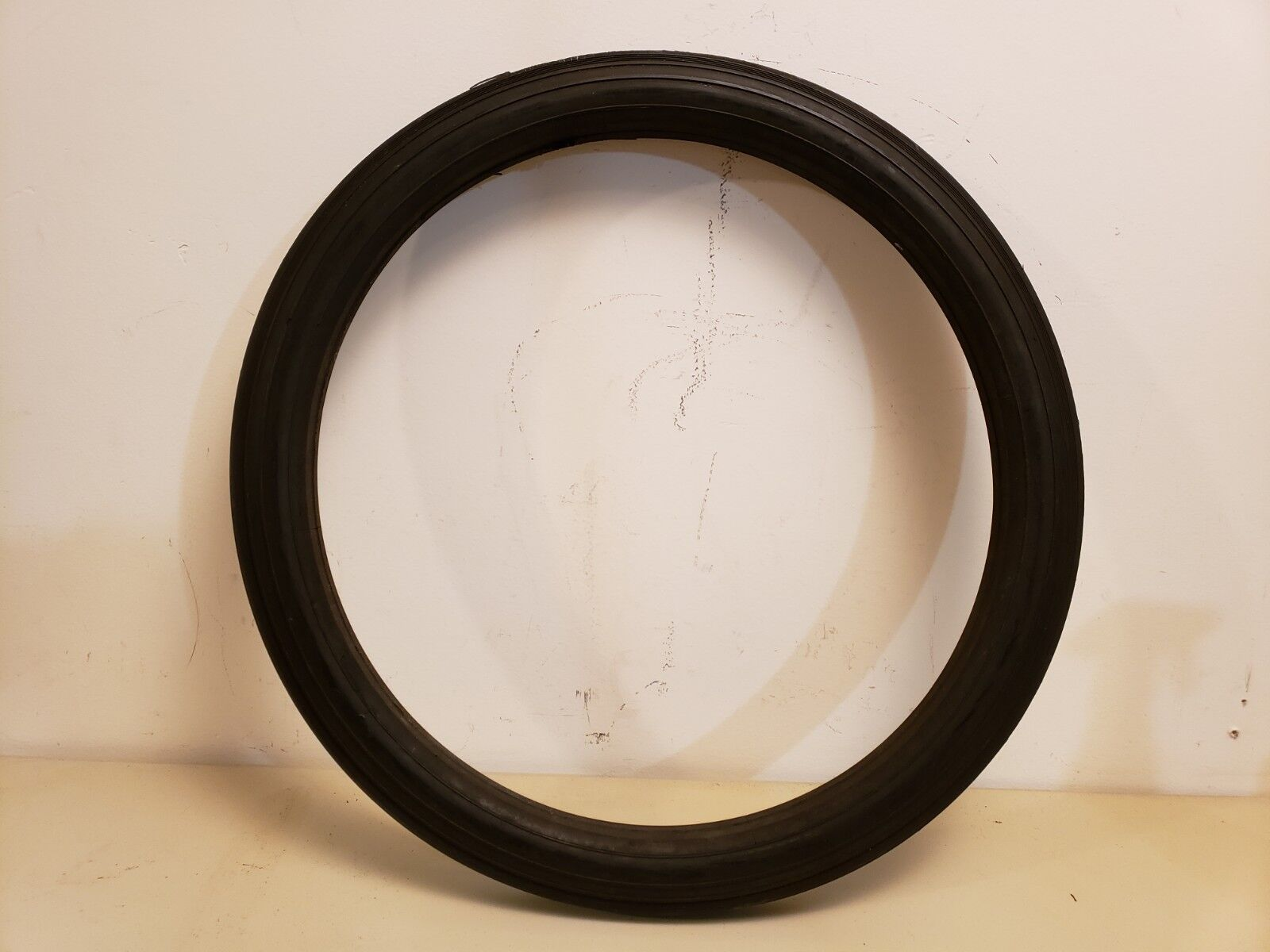 NOS Vintage Vintage Vintage Solid Rubber Tire 18 7 8  O.D. - 15 5 8  I.D Tricycle Wagon, Tractor 23b9e3