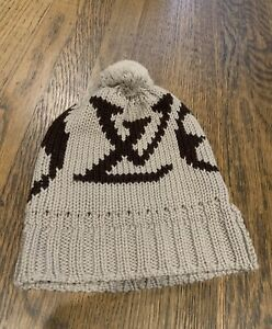 b5ea64ac8a0 100% AUTHENTIC LOUIS VUITTON LOGO BEANIE HAT WITH POM EXCLUSIVE RARE ...