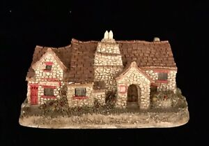 """Lilliput Lane """"The Old Post Office"""" 1982 Cornwall.  Boxed. Excellent condition."""